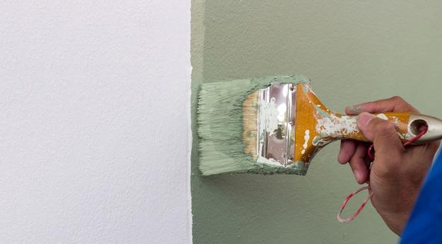 Peindre la couleur de bruch sur le mur