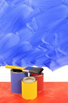 Peindre un mur bleu