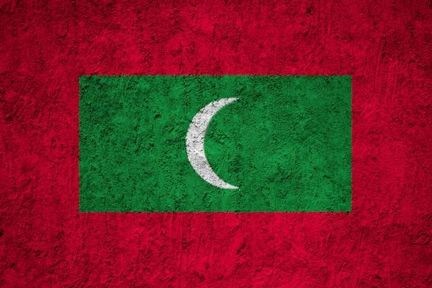 Peint le drapeau national des maldives sur un mur de béton
