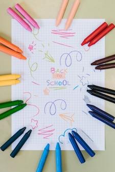 Peint avec du papier blanc de crayons