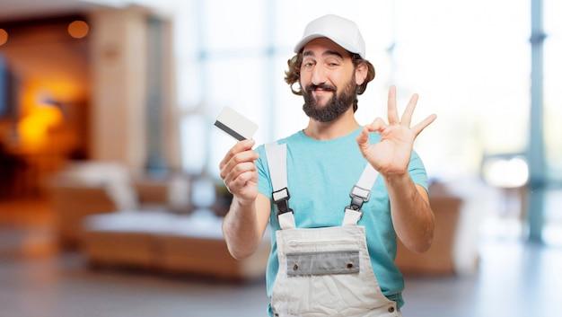 Peintre professionnel avec une carte de crédit