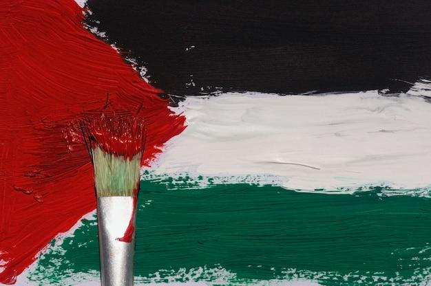 Peinture au pinceau du drapeau de la palestine sur un papier pour le fond et le papier peint, mise au point sélectionnée.