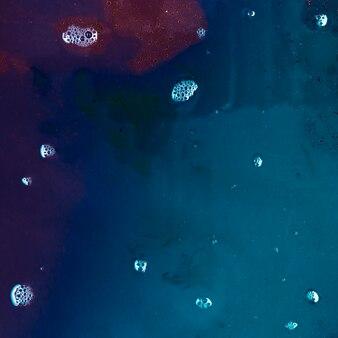 Peinture bleue avec mousse légère