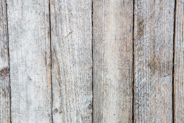 Peinture craquelée et écaillée sur un mur. fond de bois vintage avec peinture écaillée. ancienne planche avec peinture irradiée