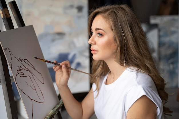 Peinture femme coup moyen