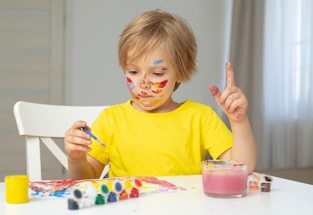 Peinture garçon vue de face