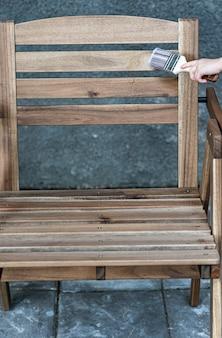 Peinture de meubles en bois, protection contre l'eau
