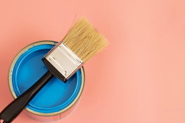 La peinture semi-brillante est difficile à utiliser c'est une peinture réfléchissante une fois sèche