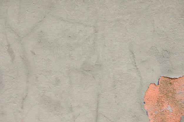 Peler le plâtre avec une surface rugueuse