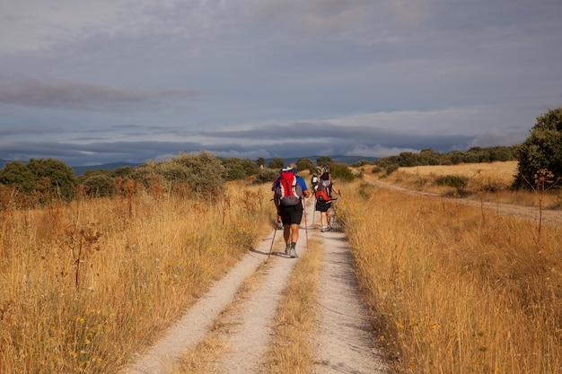 Pèlerins sur le chemin de saint-jacques