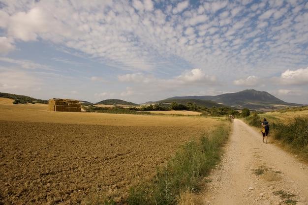 Les pèlerins; chemin de saint-jacques