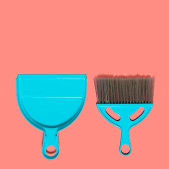 Une pelle à poussière bleu pâle et une brosse. vue de dessus.