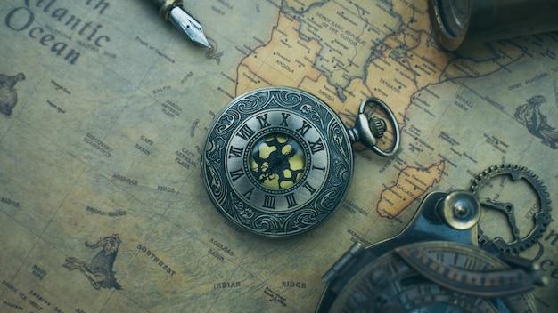 Pendentif montre antique
