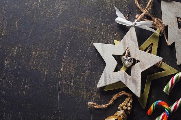 Pendentifs décoratifs en bois avec cloches et espace pour le texte décoration de noël avec des bonbons