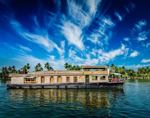 Péniche sur les backwaters du kerala, inde