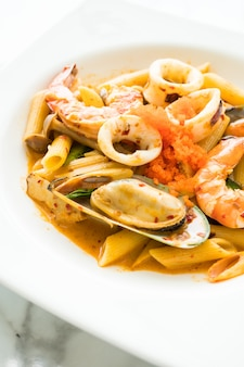 Penne fruits de mer tom yum pâtes