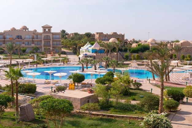 Pensee royal azur piscine touristique