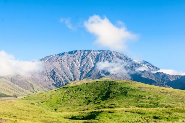 Les pentes du volcan tolbachik, kamchatka, russie