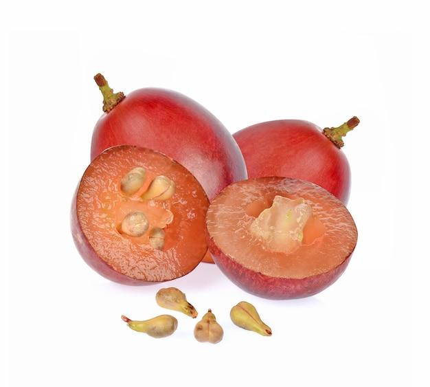 Pépins de raisin isolé sur fond blanc
