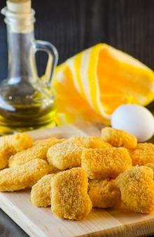 Pépites de poulet crues instantanées déjà prêtes pour la cuisson