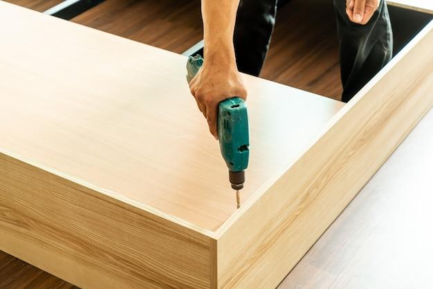 Perceuse pour la fabrication de meubles