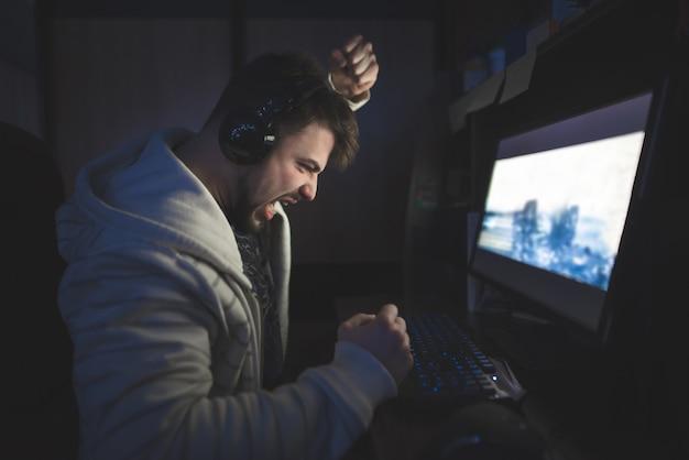 Perdez dans le jeu sur votre ordinateur.