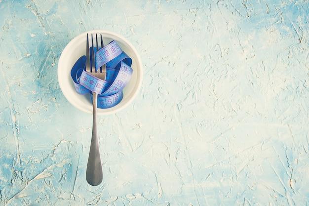 Perdre du poids. mise au point sélective. nourriture et boisson.