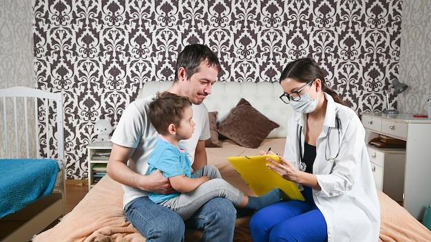 Père célibataire et enfant malade.