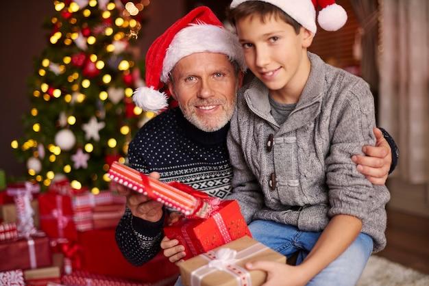 Le père est le meilleur ami de son fils