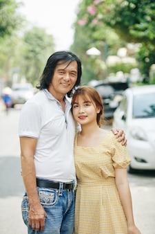 Père et fille adulte