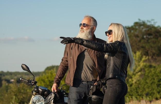 Père et fille. bikers. concept de famille heureuse