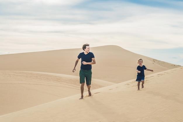 Père et fils au désert blanc