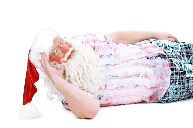 Père noël au repos en vacances, isolé sur blanc