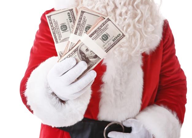 Père noël main tenant de l'argent sur une surface blanche