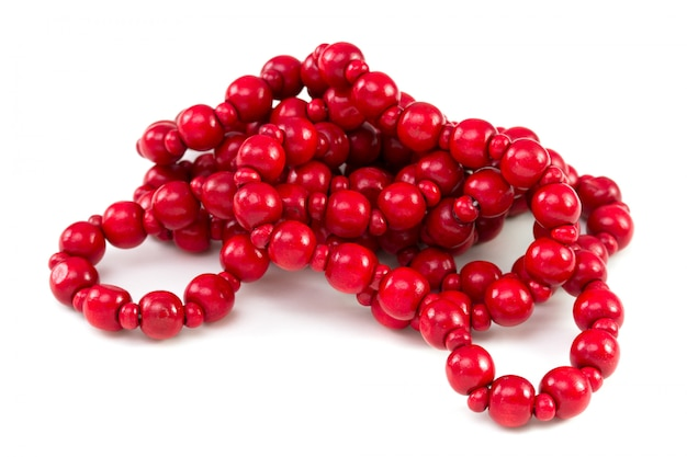 Perle rouge sur fond blanc