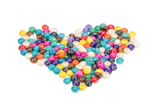 Perles de bois colorés isolés