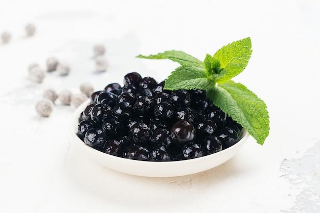 Perles noires de tapioca