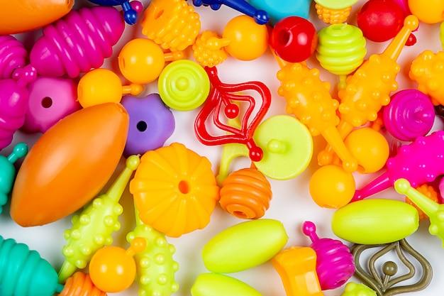 Perles pour la créativité des enfants, vous pouvez faire des bracelets, des colliers et des bagues