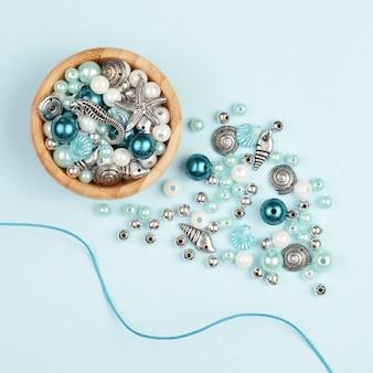 Perles pour la fabrication de collier. variété de formes.