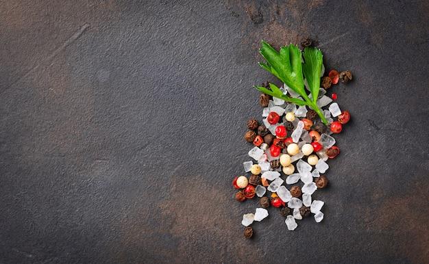 Persil, sel et poivre. fond culinaire