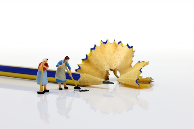 Personnages miniatures: nettoyage des mines.