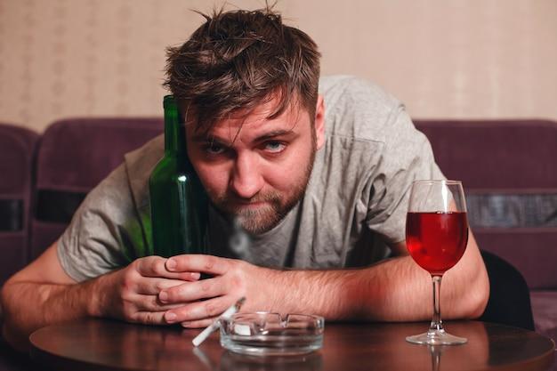 Personne alcoolique anonyme en dépression