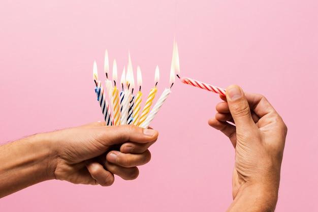 Personne, tenue, allumé, bougies anniversaire