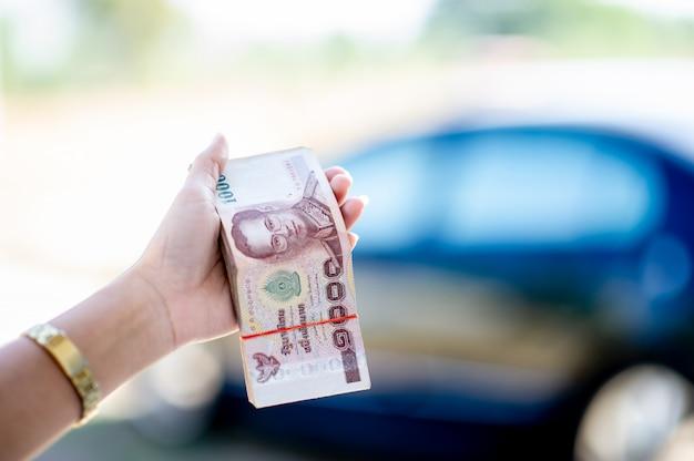 Personne, tenue, billets banque
