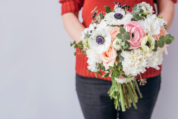 Personne, tenue, bouquet mariage