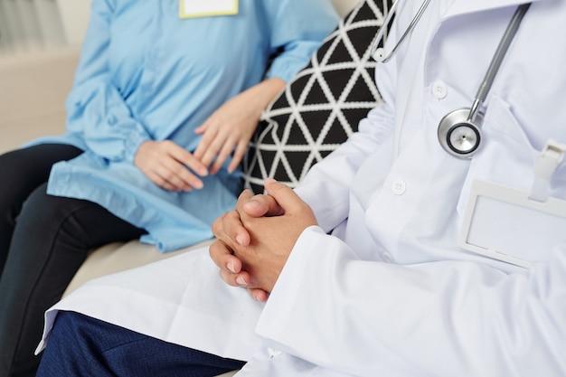 Personnel médical ayant une pause
