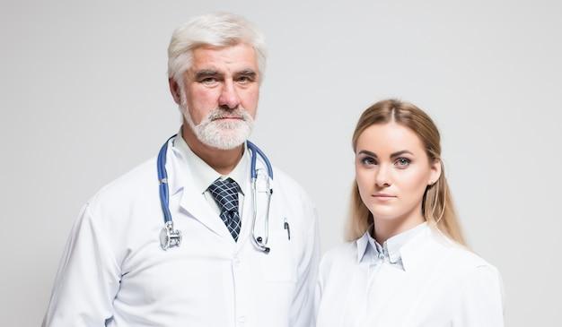 Personnel médical permanent personnel chirurgien coupé