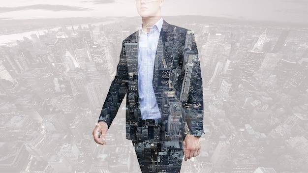 Personnes, affaires, double exposition et concept de style de vie - photo d'homme d'affaires. double exposition, ville en arrière-plan. arrière-plan flou