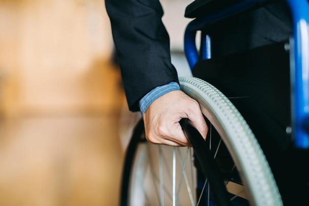 Les personnes handicapées peuvent accéder n'importe où avec un fauteuil roulant, indépendant dans le transportatio