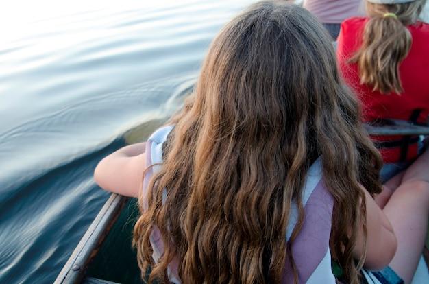 Personnes voyageant en bateau, lac des bois, ontario, canada